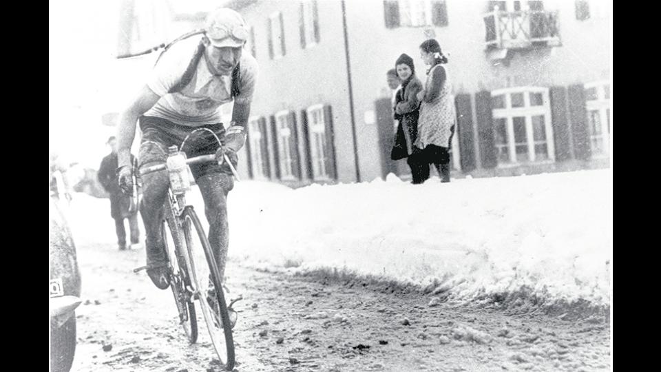 Bartali llegó a recorrer cerca de 300 kilómetros diarios con documentación escondida en su bicicleta.