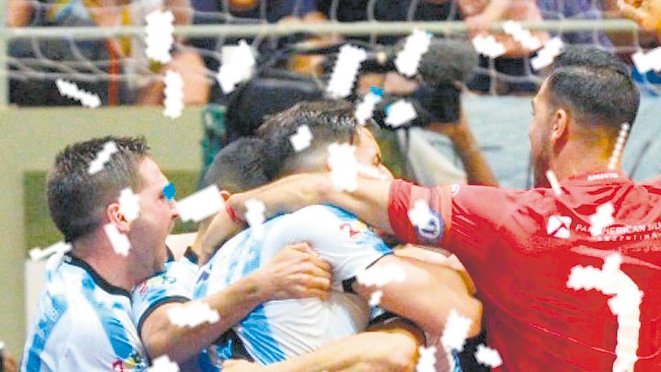 192e6fee92573 Festejo final tras el 3-2.