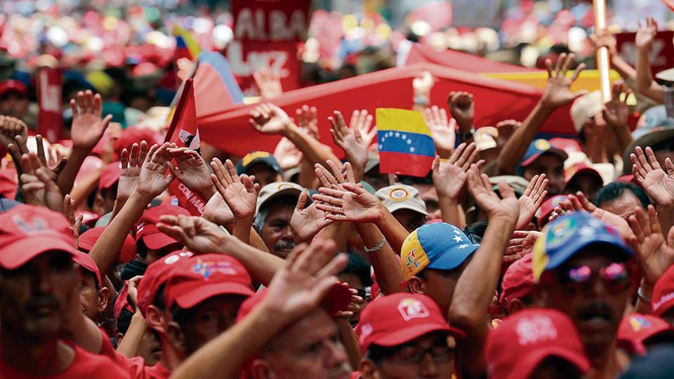 Simpatizantes del gobierno de Maduro apoyaron la salida de Venezuela de la OEA.