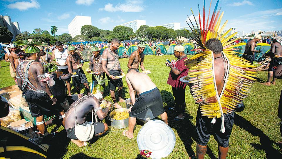 Los indígenas acamparán tres días en Brasilia reclamando el respeto a sus derechos.