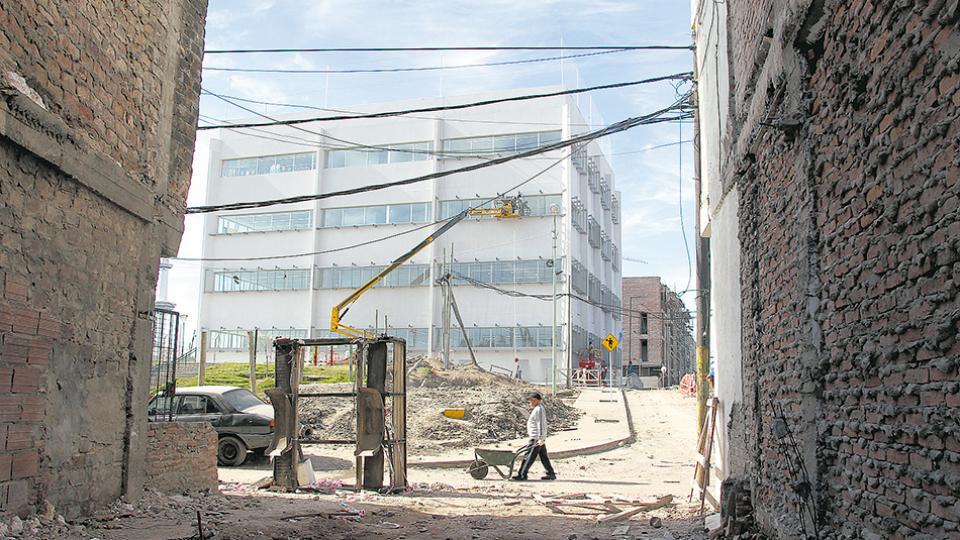 Escuela primaria 11, del DE 21, inaugurada pero sin terminar.