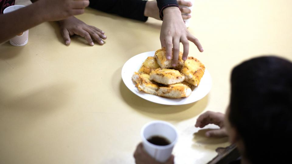 El ajuste llega a los comedores escolares   La Ciud ...