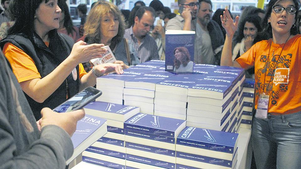 Cristina Kirchner reaparecerá esta noche en la Feria del Libro.