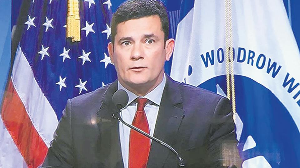 Moro siempre ha sido un viajero frecuente a EE.UU como asistente a cursos y a dar conferencias.