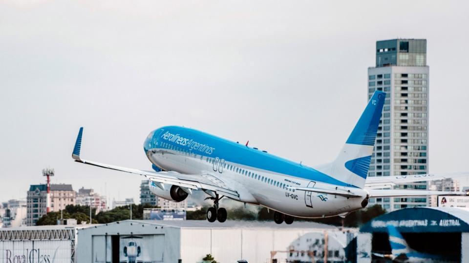 """Aerolíneas Argentinas anunció una nueva tarifa """"sup...    Página12"""