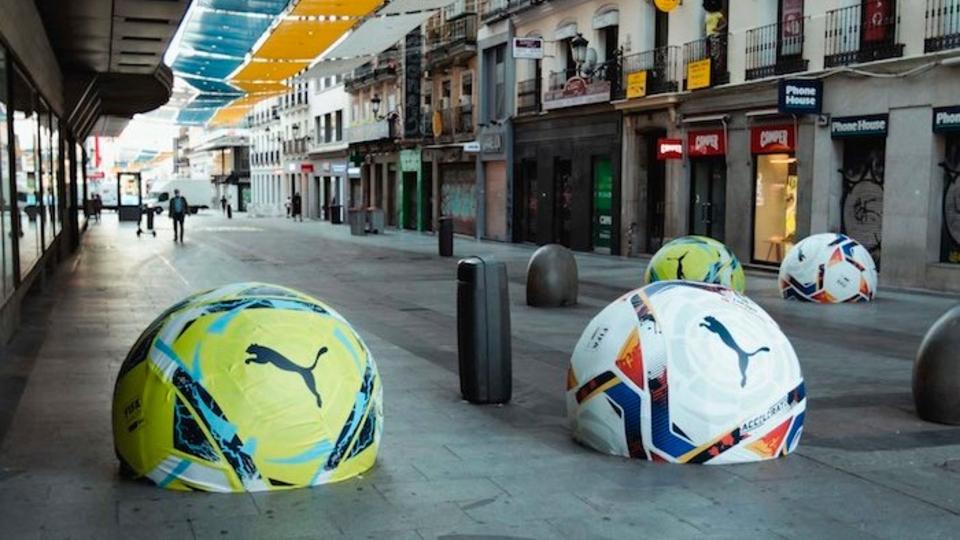Suspenden campaña publicitaria de LaLiga porque la gente pateaba pelotas de hormigón