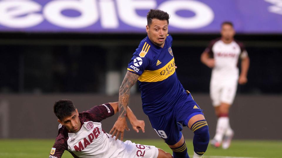 Boca recibió la Copa pero perdió ante Lanús