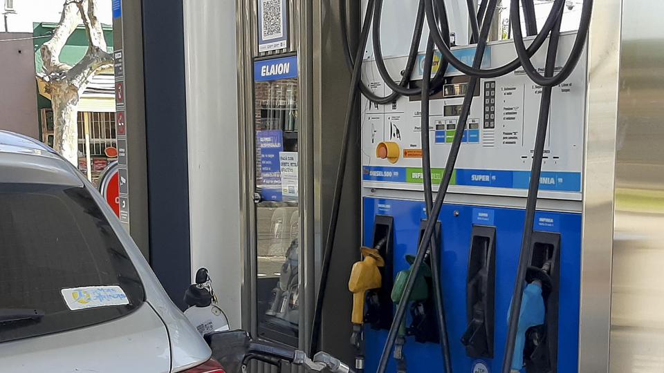 YPF aumentó 2,5 por ciento los precios de los combustibles
