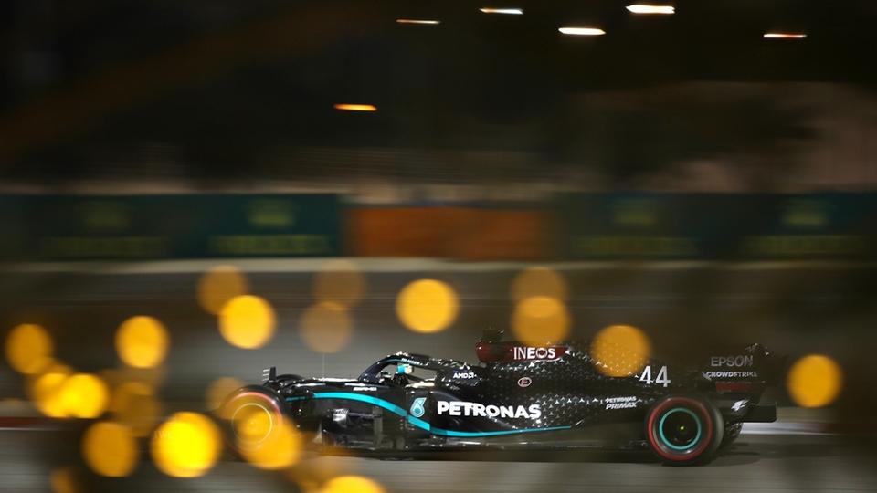 Otra vez sopa: Hamilton se quedó con la pole en Bahrein