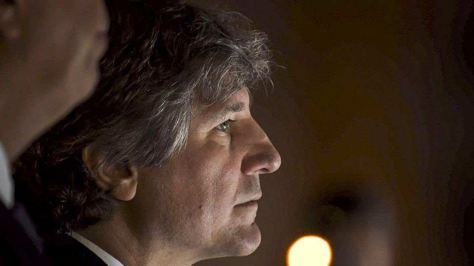 Abrazo solidario a Amado Boudou en Tribunales | Tra...  | Página12