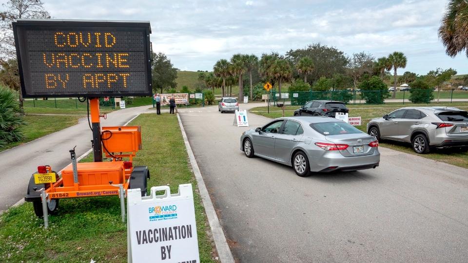 Los argentinos que se van a vacunar a Miami   Polém...   Página12