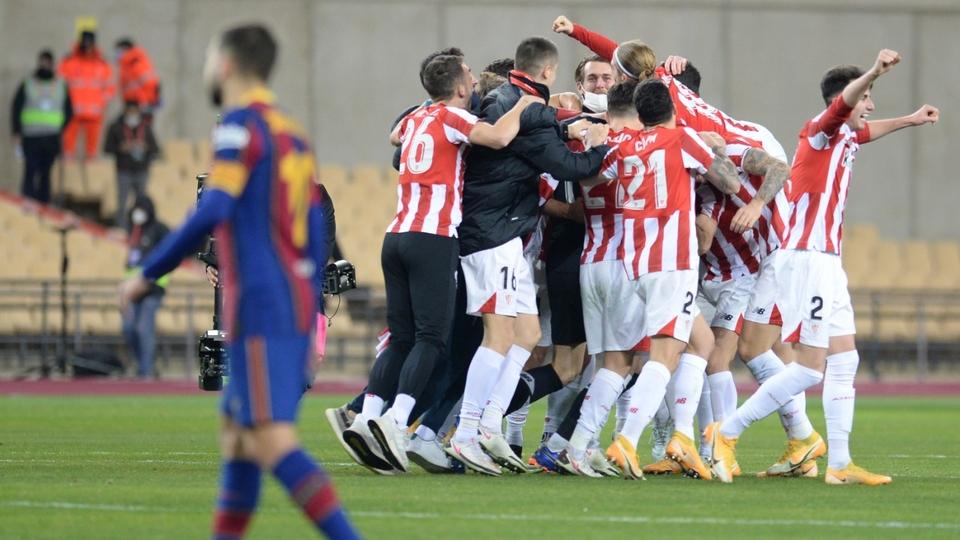Messi vio la primera roja en Barcelona, que cayó co...  | Página12