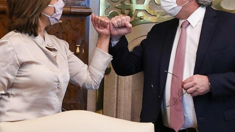 El Presidente junto a la gobernadora Arabela Carreras, en una imagen de archivo.