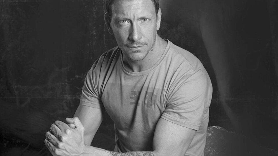 El actor Nico Vázquez estaba en el edificio que se derrumbó en Miami y logró salir antes del colpaso.