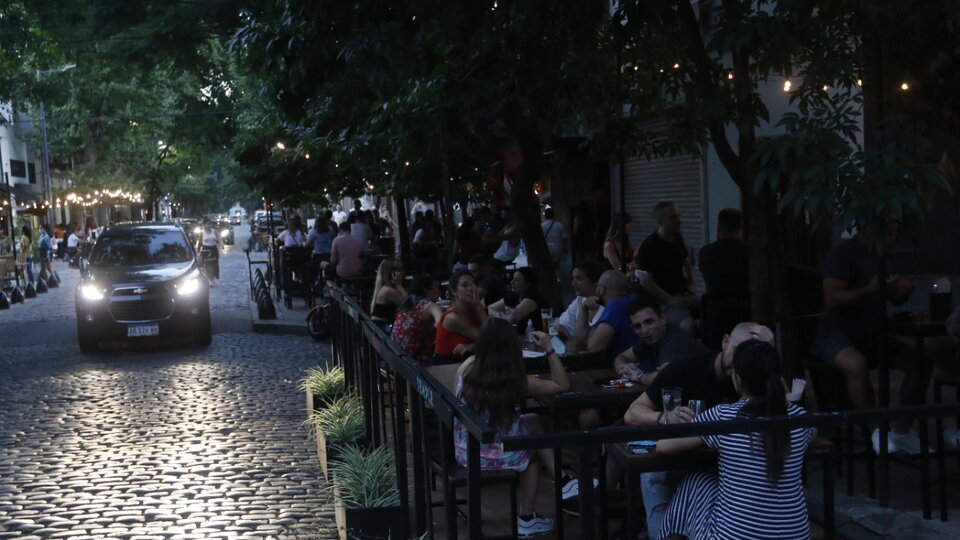 Los bares y restaurantes podrán atender dentro de los locales con un aforo máximo del 30 por ciento.