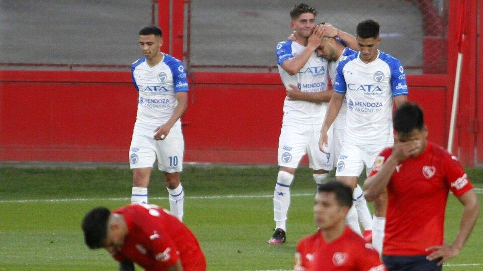 Godoy Cruz, en llamas: goleó 4-1 a Independiente en Avellaneda | El Tomba de Diego Flores venía de eliminar a Racing de la Copa Argentina | Página12