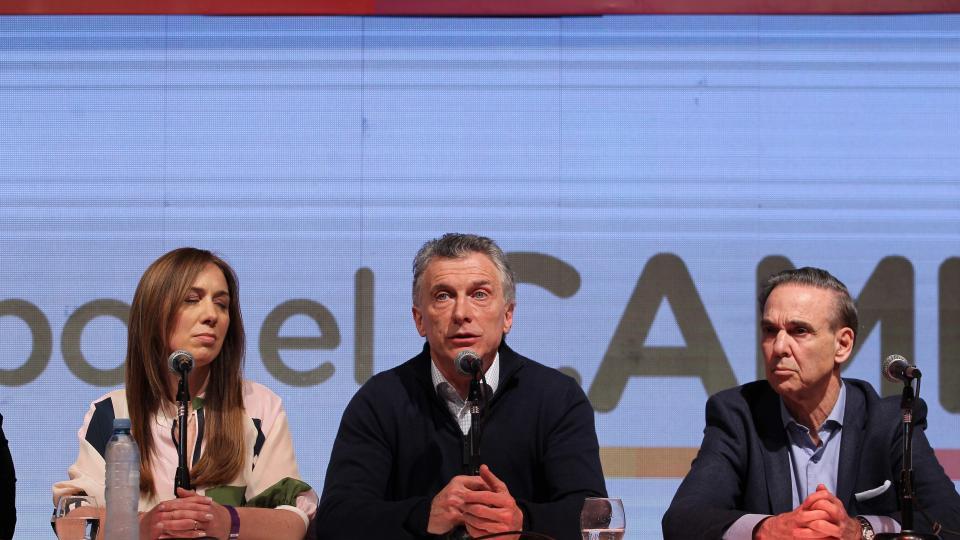 Mauricio Macri y Miguel Angel Pichetto, las caras de la derrota en el bunker de Juntos por el Cambio.