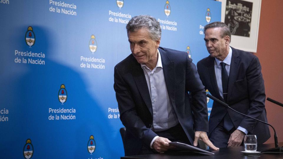 Mauricio Macri habló en una conferencia de prensa, acompañado por Miguel Pichetto.