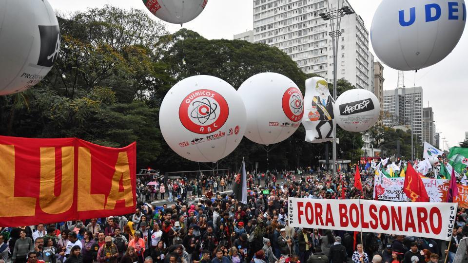 Tercera marcha por la Educación en más de 150 municipios de Brasil.