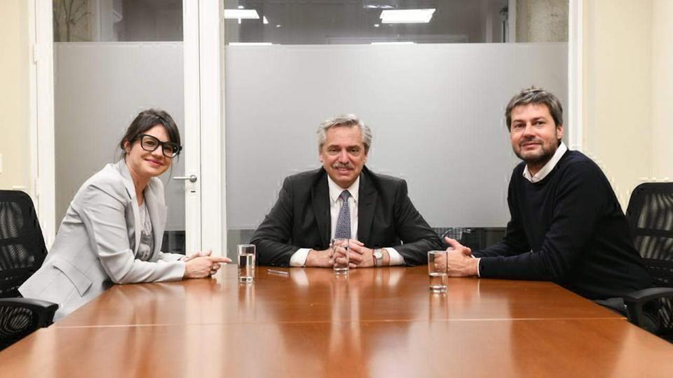 Gisela Marziotta y Matías Lammens en las oficinas de Alberto Fernández.