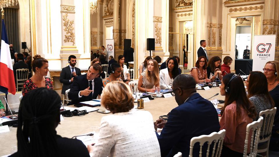 Macron señala con el dedo en la cumbre donde anunció que se opone al tratado con el Mercosur.