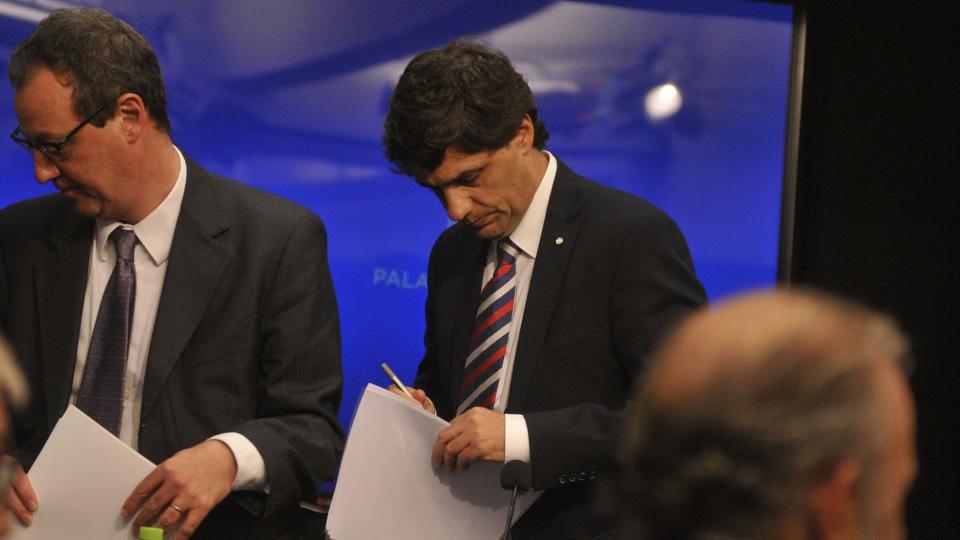 Hernán Lacunza, ministro de Hacienda, le apuntó a la oposición para lavar culpas del Gobierno.