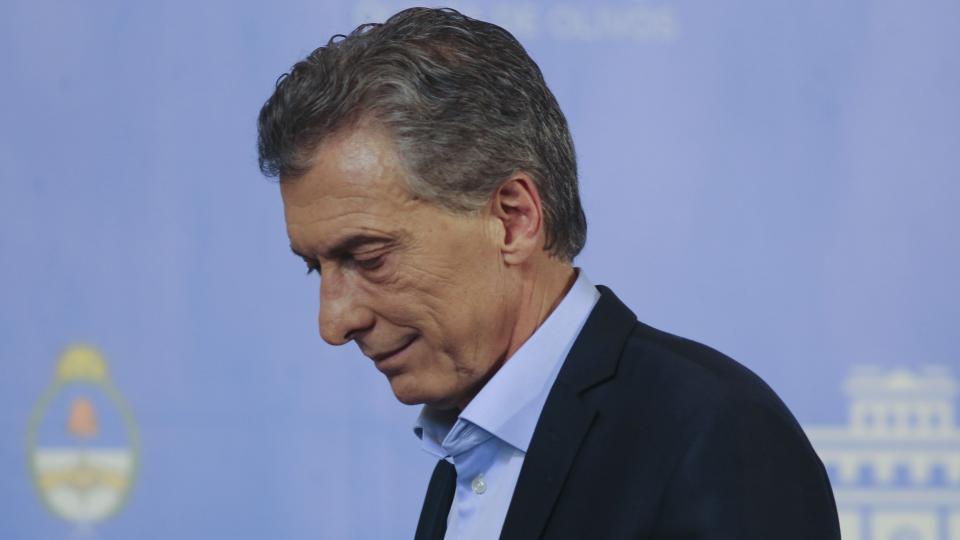 """El presidente Macri, de festejar la eliminación del """"cepo"""" a terminar su gobierno instalando un régimen de control de cambios."""