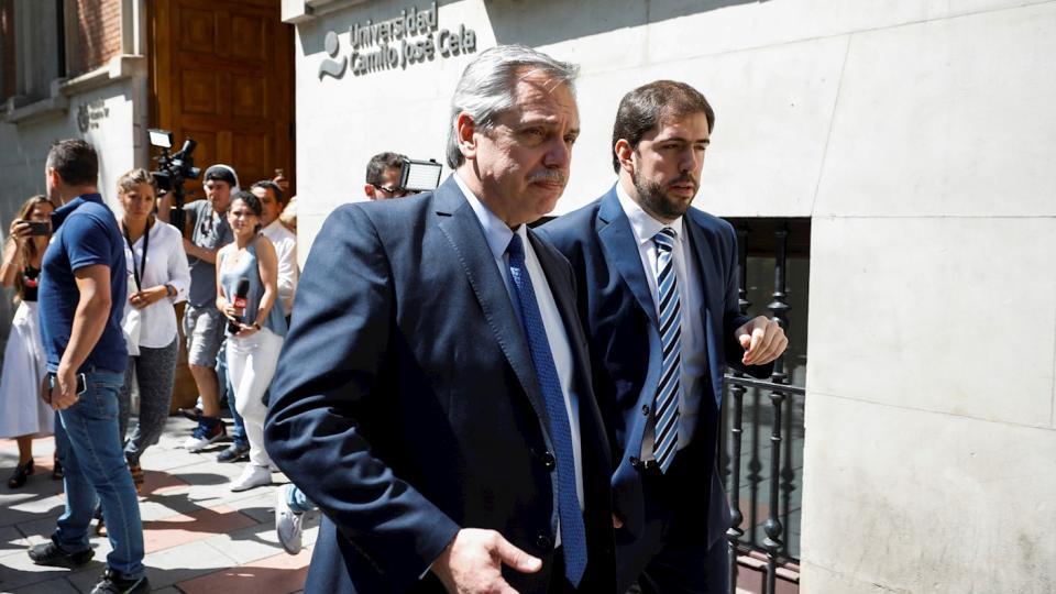 Fernández al salir de laUniversidad Camilo José Cela.