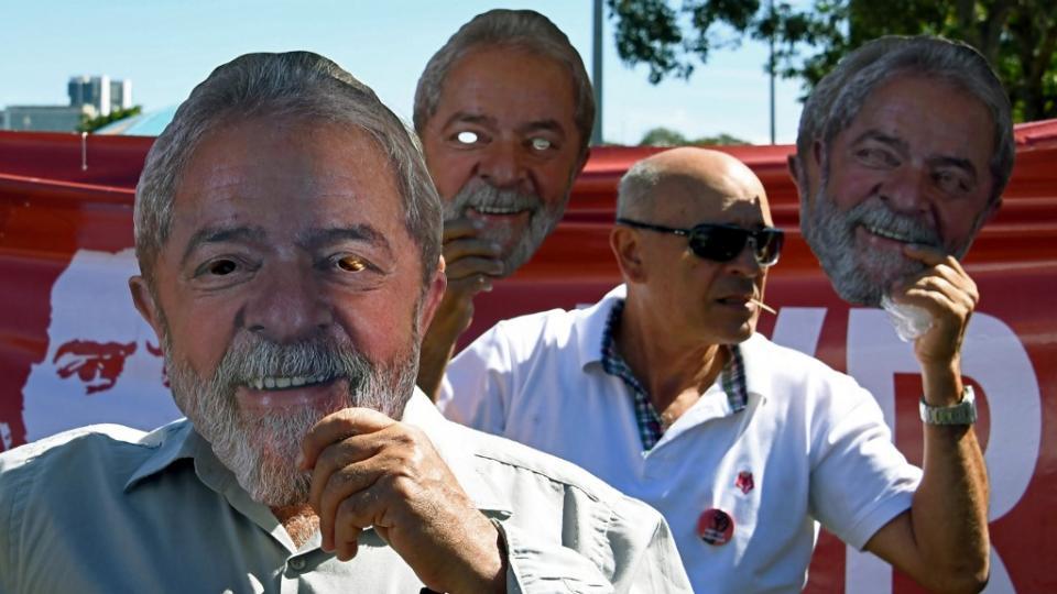 Manifestación frente al Ministerio de Justicia brasileño en reclamo de la libertad del ex mandatario y del arresto de su titular, el ex juez Sergio Moro.