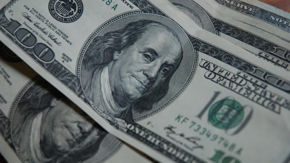 Se propone investigar las circunstancias que rodearon a la toma de la deuda en dólares de mayor envergadura en la historia del país.