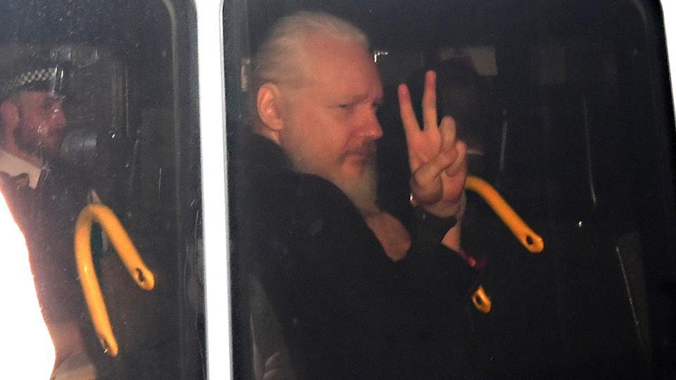 El fundador de WikiLeaks enfrenta 18 cargos en Estados Unidos Reino Unido firmó la orden de extradición de Julian Assange