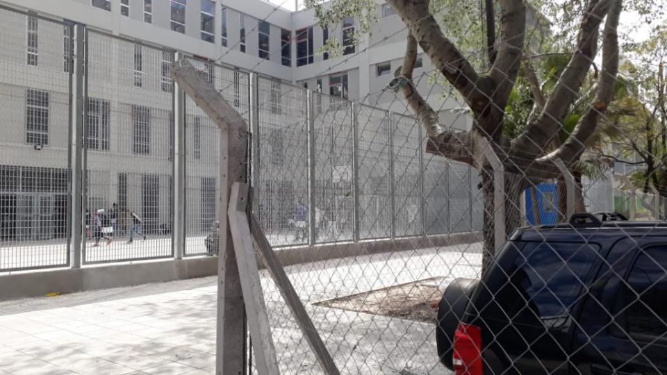 Comodoro Py cercó el acceso a una escuela en Retiro