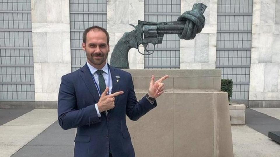 El hijo de Jair Bolsonaro y la foto que provocó rechazos.
