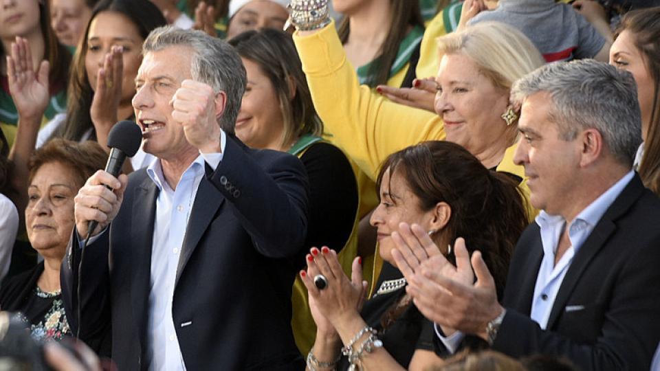 Macri distribuyó letra y música de lo que debe cantar su hinchada