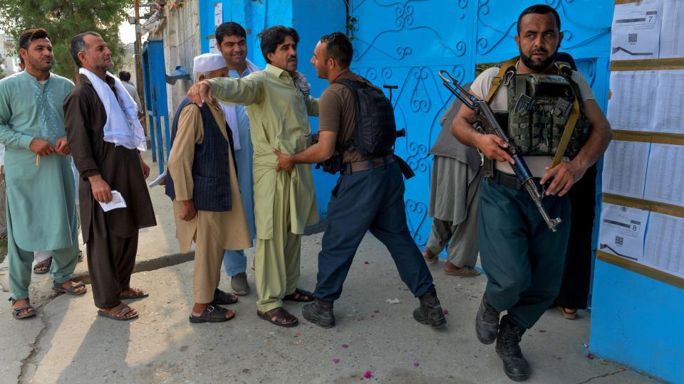 Jornada electoral tranquila En Afganistán un padrón 9,6 millones elige entre 15 candidatos