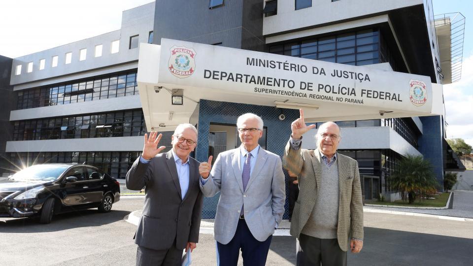Baltasar Garzón (cent) junto a los exministros Tarso Genro y Paulo Vannuchi.