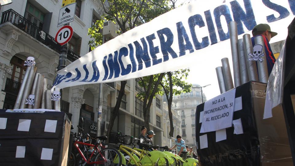 La justicia porteña prohibió incinerar basura en Buenos Aires