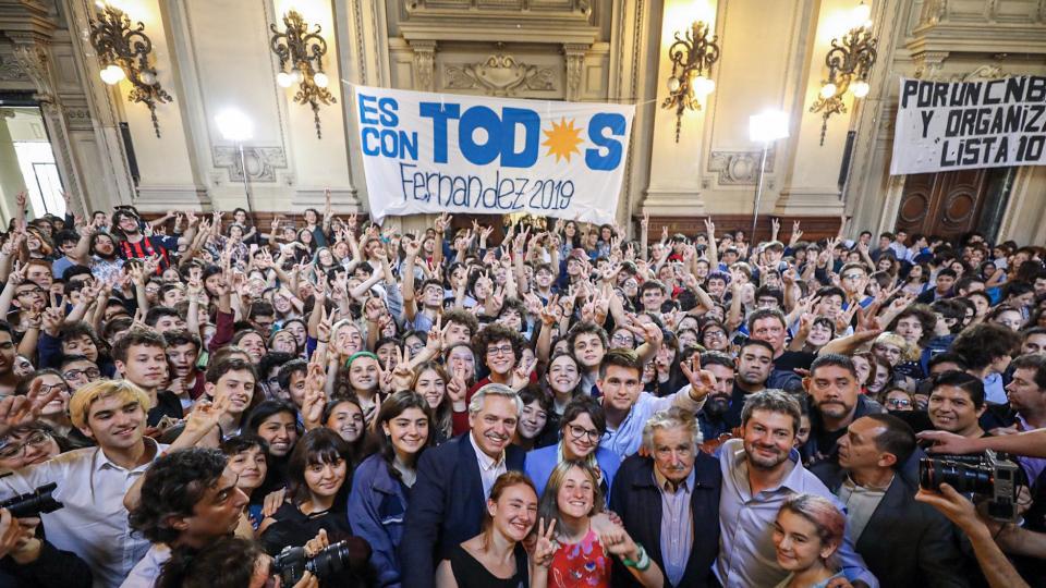 Fernández y Mujica con les chiques del Nacional