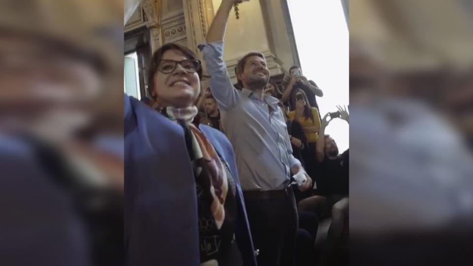 El spot de Matías Lammens con Gisela Marziotta y les chiques del Nacional