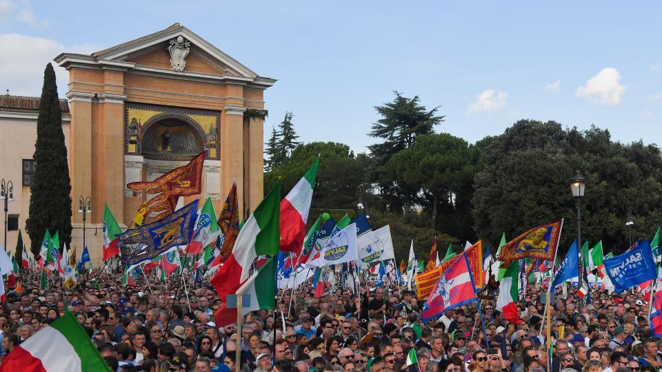 Multitudinaria manifestación de la derecha en Roma