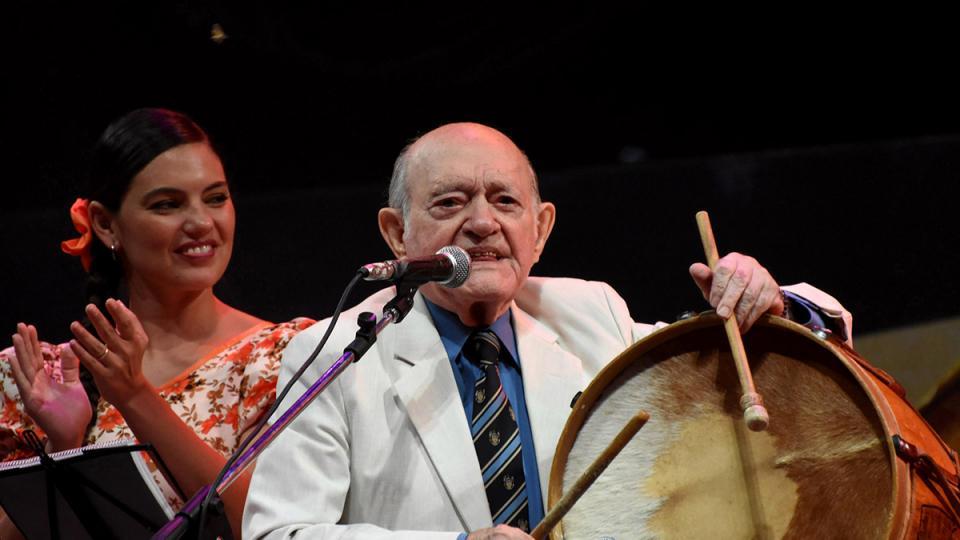 Murió Vitillo Abalos, el último caballero del folklore | Tenía 97 años - Página 12