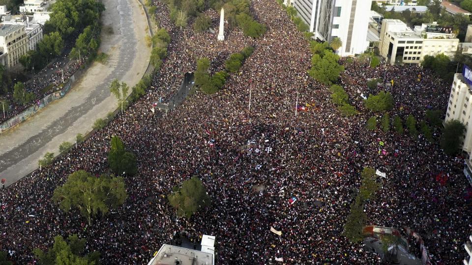 La marcha más grande de Chile: Una impresionante recorrida aérea