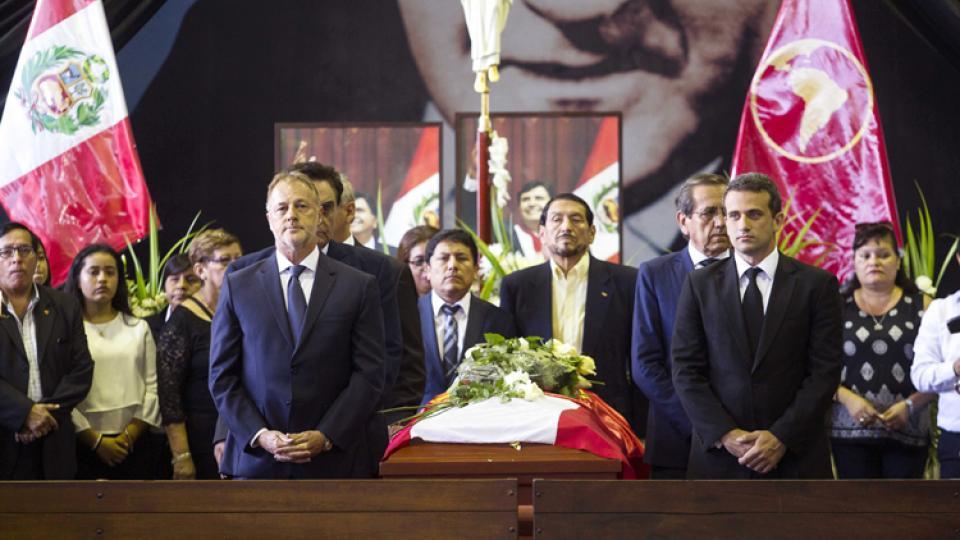García fue velado en la sede del Partido Aprista, rodeado por sus seguidores.