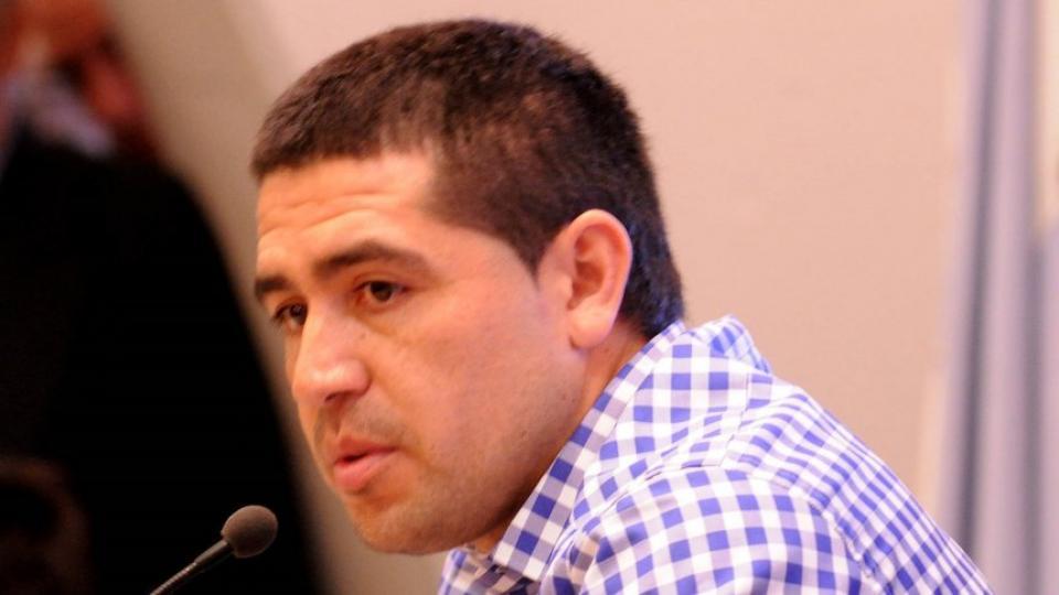 Riquelme le respondió a Angelici y a Maradona