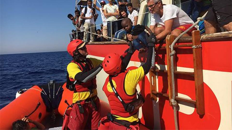 El relato de una rescatista en primera persona El drama de los migrantes: cómo es un día de rescate en el Mediterráneo