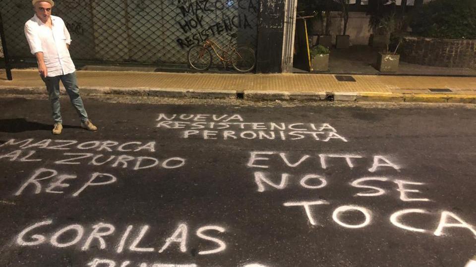 Nuevas amenazas contra Rep por dibujar a Perón con un pañuelo verde al cuello