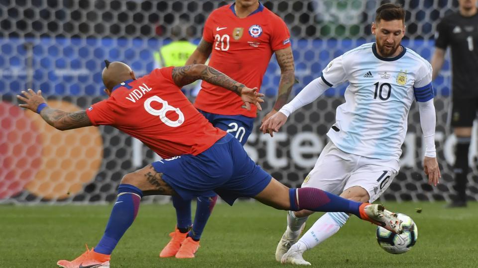 Messi se fue expulsado junto a Medel antes del final del primer tiempo.