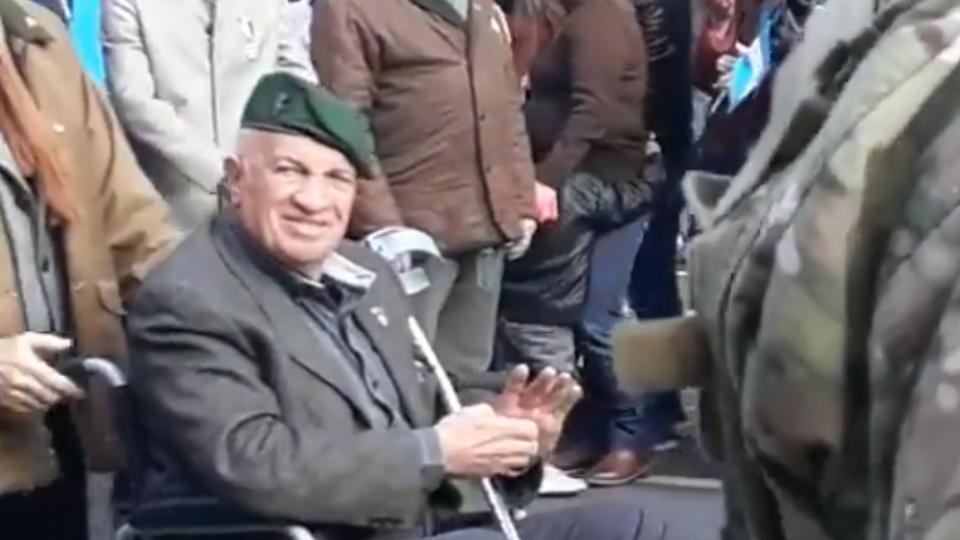 El ex militar carapintada Aldo Rico estuvo ayer en el desfile por el 9 de Julio.