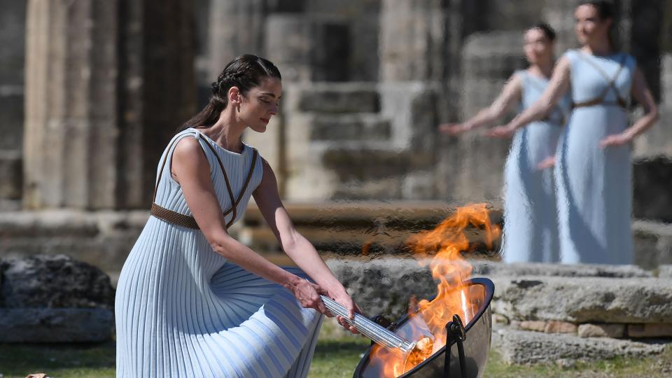 La llama olímpica ya se encendió, pese al coronavirus