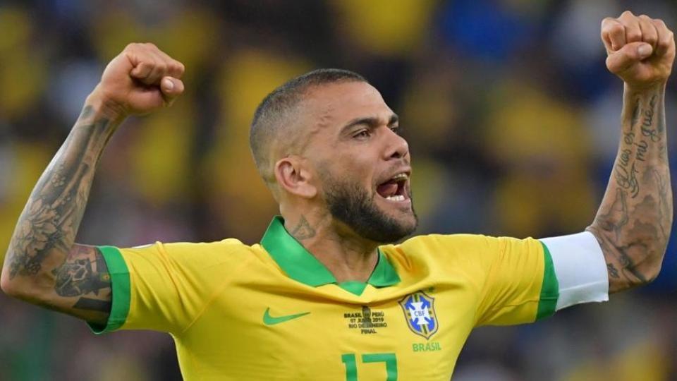 Dani Alves cuestionó la gestión de Bolsonaro con el coronavirus